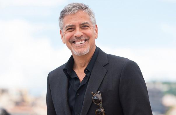 В 2013 году актер Джордж Клуни поразил 14 своих друзей, подарив каждому из них по миллиону долларов.