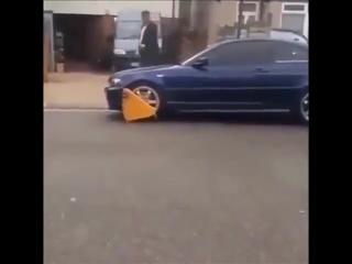 Нарушитель парковки сломал замок