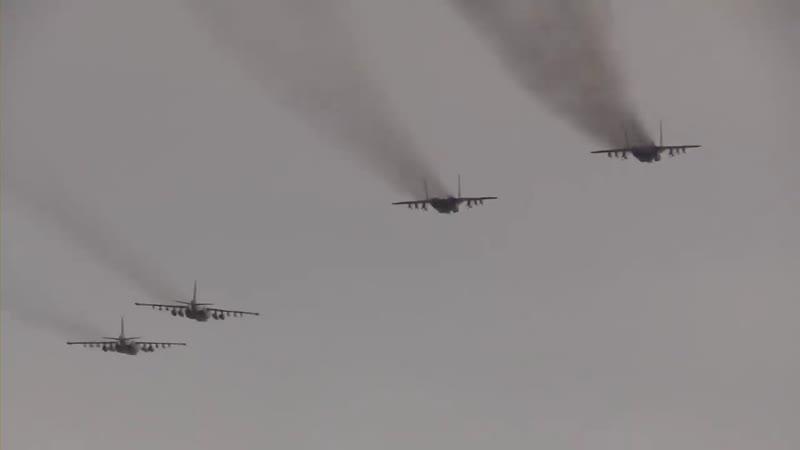 Військові льотчики провели тренування над Азовом