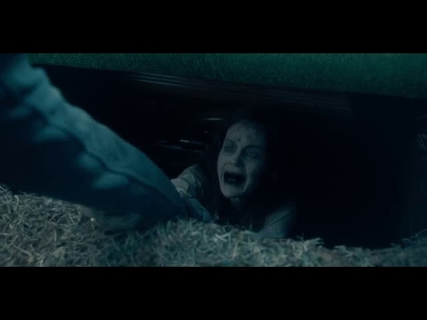 The Haunting of Hill House S01E07 - Luke sees the ghosts of his mom Nell at the funeral