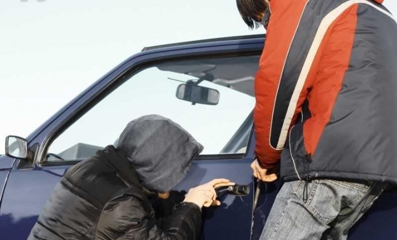 В Зеленчукском районе несовершеннолетние угнали автомобиль