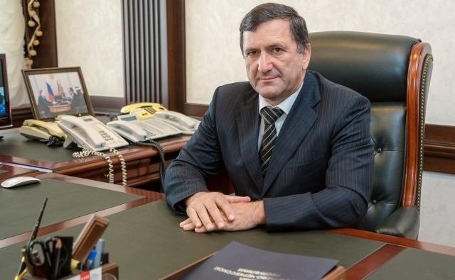 У бывшего премьера КЧР силовики провели обыски
