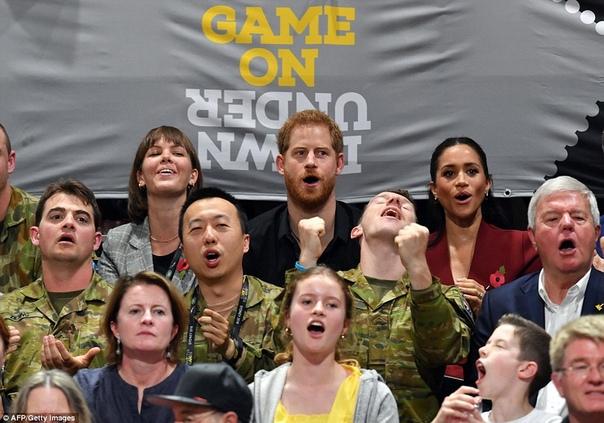 Меган Маркл и принц Гарри встретились с Дэвидом Бекхэмом на Invictus Games в Сиднее Покинув королевство Тонга, Меган Маркл и принц Гарри по пути в Новую Зеландию сделали небольшую остановку в