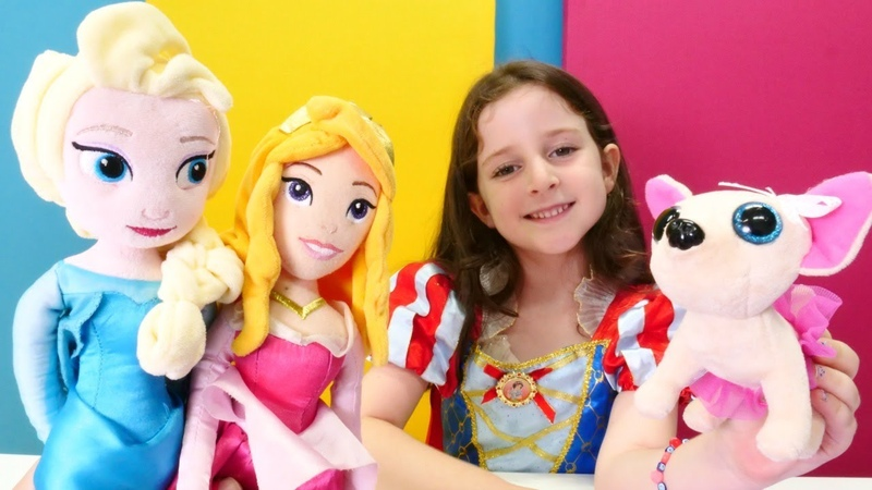 Pamuk prenses Elsa ve Avrora ile evcilik oyunu Çay partisi