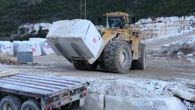 Cat 988B Wheel Loader Loading Marble Blocks On Trucks- Birros Marbles