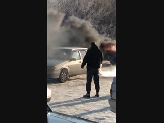 На Шолмова горит авто: Видео: http://ulpravda.ru