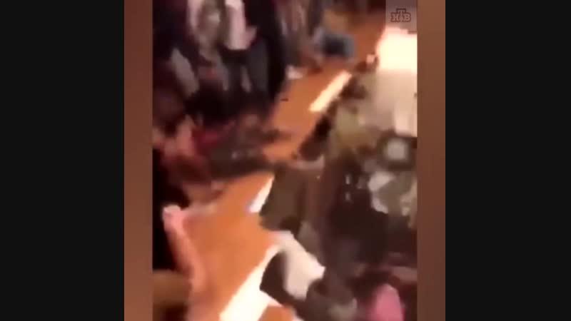 На вечеринке обрушился пол