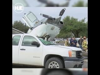 Самолет рухнул на парковку сразу после взлета