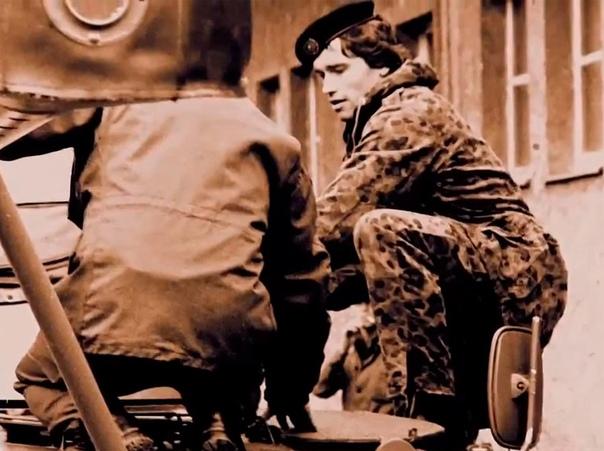 Служба Арнольда Шварценеггера в армии В 1965 году Арнольда Шварценеггера в возрасте 18 лет призвали в австрийскую армию. По воспоминаниям самого Арни, в армию он стремился пойти сам просто чтобы