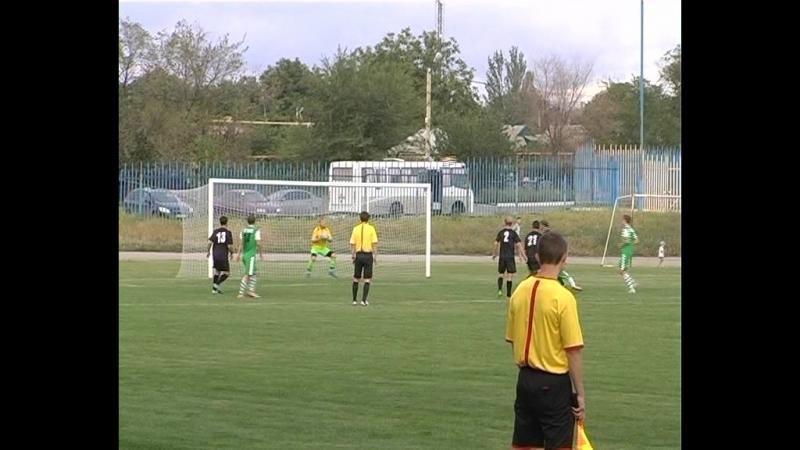 В минувшую субботу на стадионе «Горняк» г. Комсомольское футбольная команда комсомольчан принимала гостей из Горловки