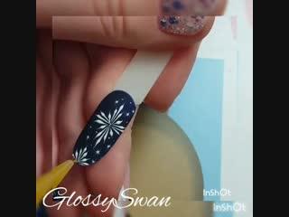 Зимний дизайн ногтей со снежинками