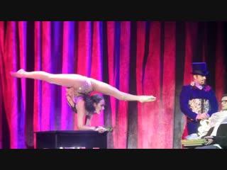 Nadya Vasina cabaret burlesque show Rose