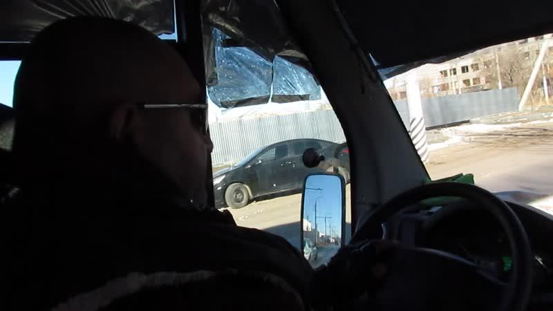 Эльдар Богунов оплачивает проезд в маршрутке!