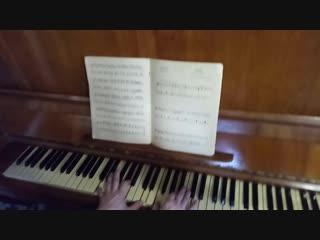 Волшебная музыка, мама играет.Старое пианино.
