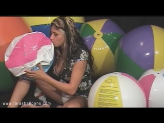 Beachball_Blow_on_Black_Set