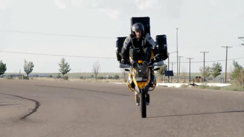 Chris Teach Mcneil BMW F800GS, стант на мотоцикле F 800 GS, мотостант, кофры BMW, стоппи, вилли