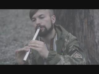 - З циклу _Музика Воїнів__ виконує на сопілці український воїн з позивним _Арка