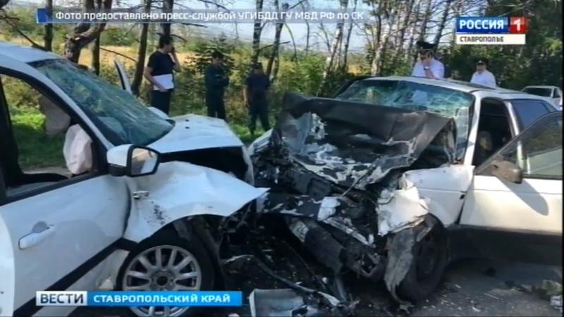 Шесть человек пострадали в аварии в Ессентуках