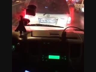 В Москве водитель специально не пропускал скорую помощь, которая спешила на вызов.