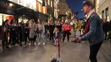 The Crowd sings along with Padraig as he plays Viva La Vida (Coldplay)