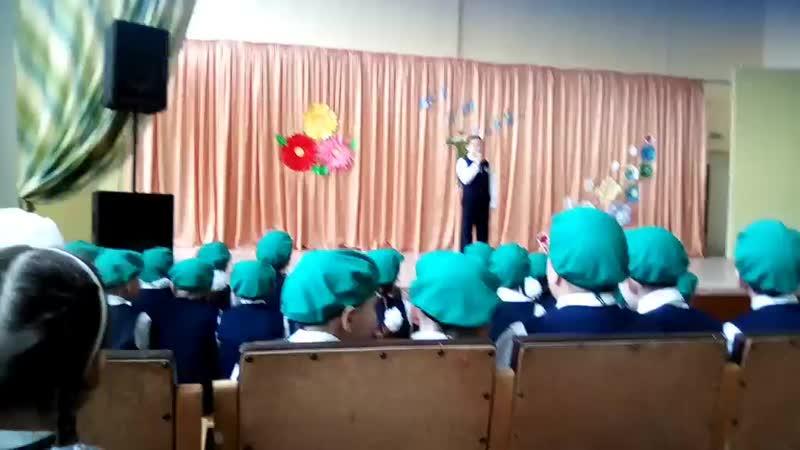 Дима на празднике в школе, 23 февраля.