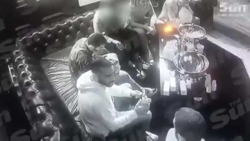 Игроки Арсенала устроили вечеринку с алкоголем девушками и веселящим газом