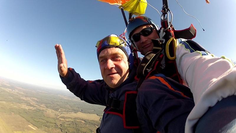 Первый прыжок с парашютом. я немножко растерян, ощущения зашкаливают.! Адреналин взрывает мозг