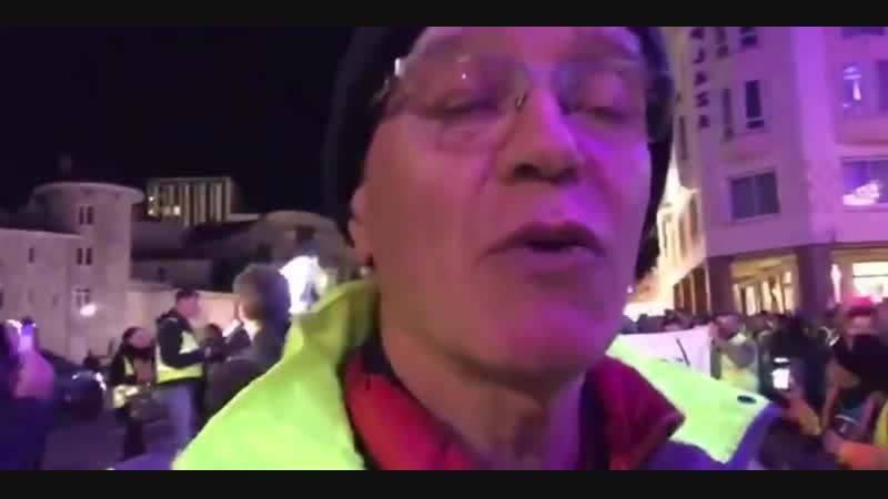 Gilets Jaunes Un gardien de la paix lui casse la mâchoire, en marche pour Lola...