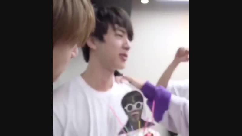 Seokjin makes noises people make in front of an electic fan but like minus the electric fan n plus jungkook
