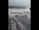 шторм 4 балла, утром унёс мои любимые пляжные тапочки, в 7 вечера море вернуло их на место, спасибо спасателям - сохранили
