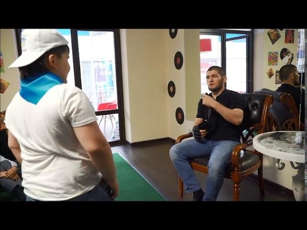 Перчатки с первого боя Хабиба Нурмагомедова в UFC нашлись в летнем английском лагере Гений