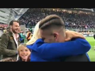 Икарди празднует победу с женой
