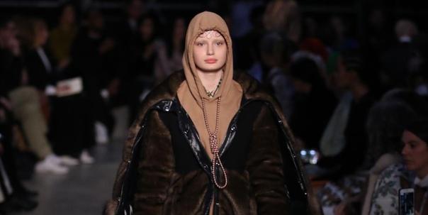 Модный дом Burberry извинился за толстовку с петлей на шее