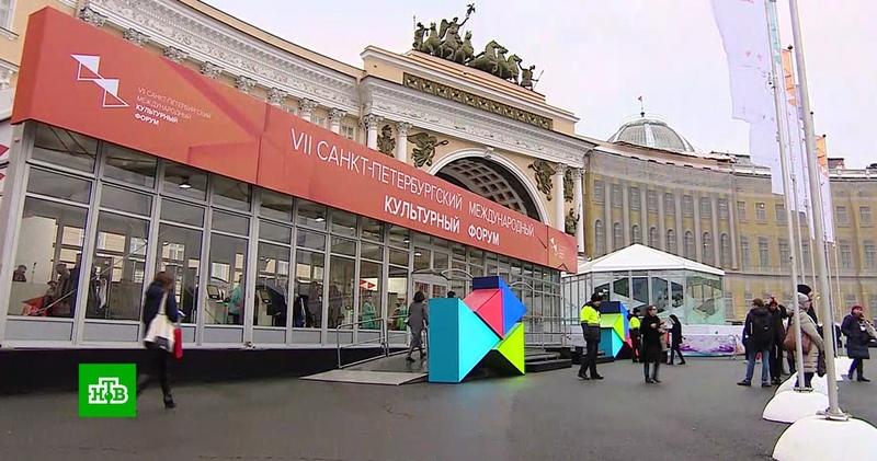 Выставки, дискуссии и театральные премьеры: культурная элита собралась на форум в Петербурге