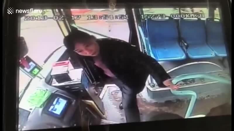 Водитель автобуса отказывался ехать, пока наглый безбилетник не оплатит проезд