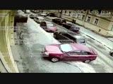 Скоростная парковка с повреждением по пути 7 машин в Петербурге попала на видео