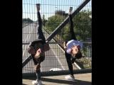 Юные гимнастки устроили выступление на надземном переходе в МинВодах