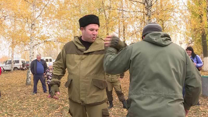 Липецкие казаки махали шашкой и боролись на бревне