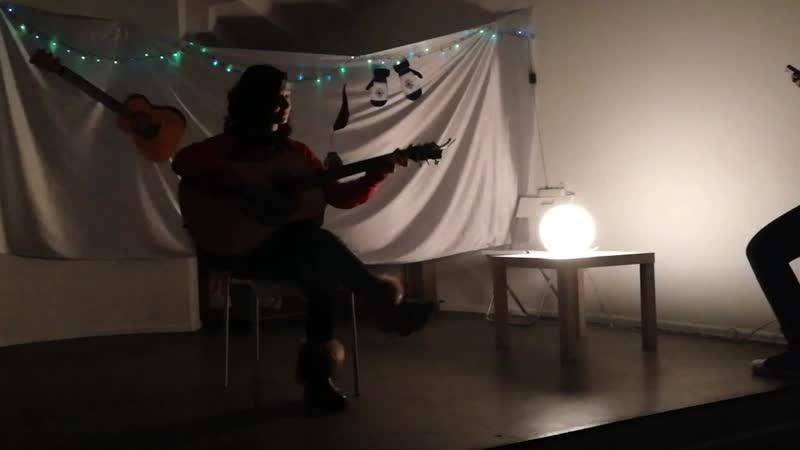 Песня Присциллы Крыжовник и Сирень на гитаре