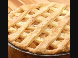 Американский яблочный пирог - это великолепный десерт довольно быстрого приготовления.