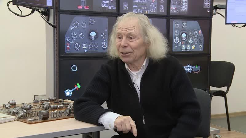 Уже полвека Юрий Глазков учит будущих авиаторов