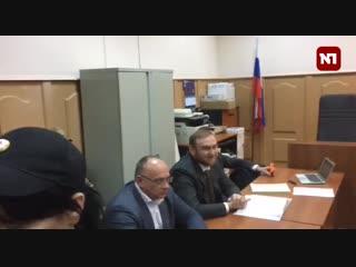 Сенатора Арашукова доставили в Басманный суд для избрания меры пресечения.