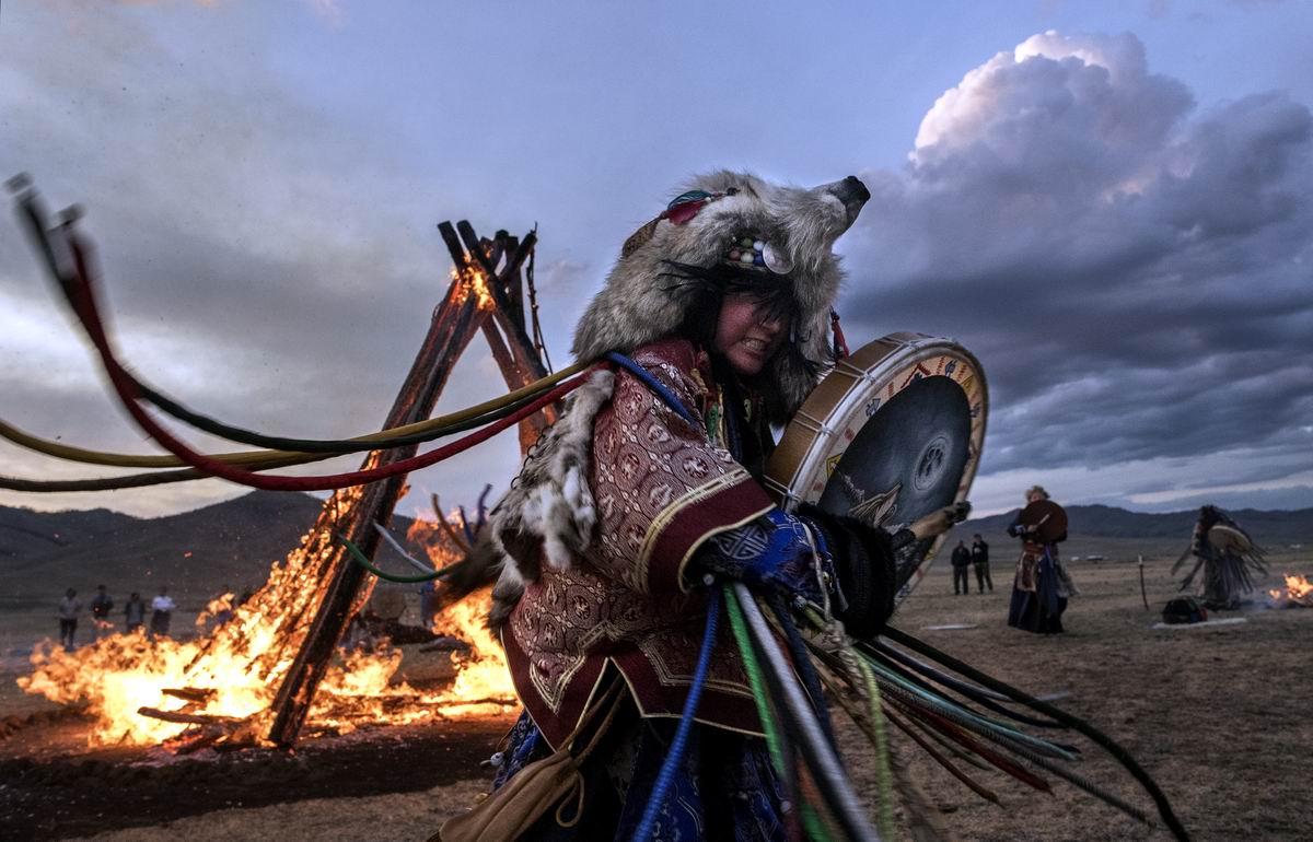 Ее наряд из волчьей шкуры: Монгольская шаманка