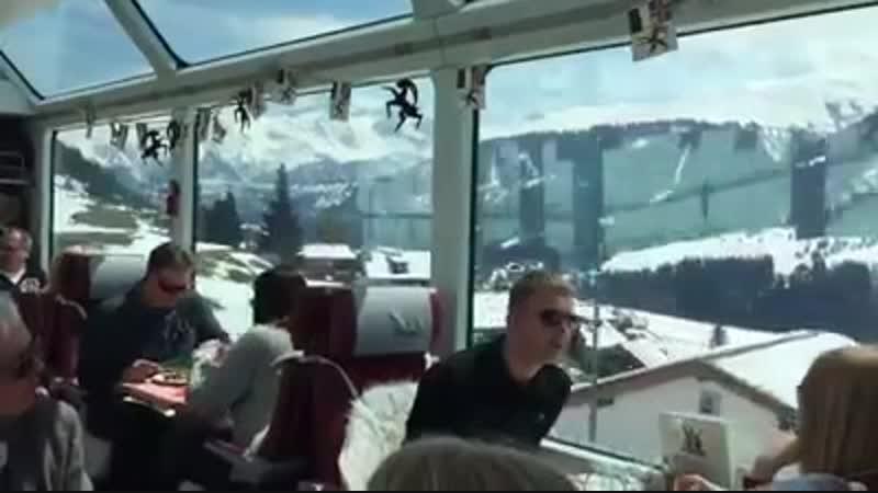 Завтрак в поезде Швейцарские Альпы