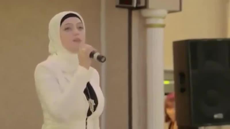 V девушка поёт на русском языке Красивая песня