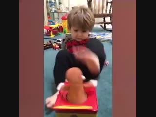 как дети реагируют на игрушки