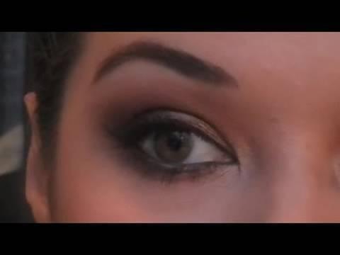 Miley Cyrus Grammys Makeup Tutorial | Eman