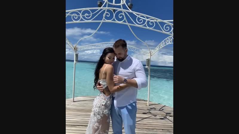 Если устанете от свадебных фоток и видео скажите 😃 а у меня медовый месяц 😀😀❤️