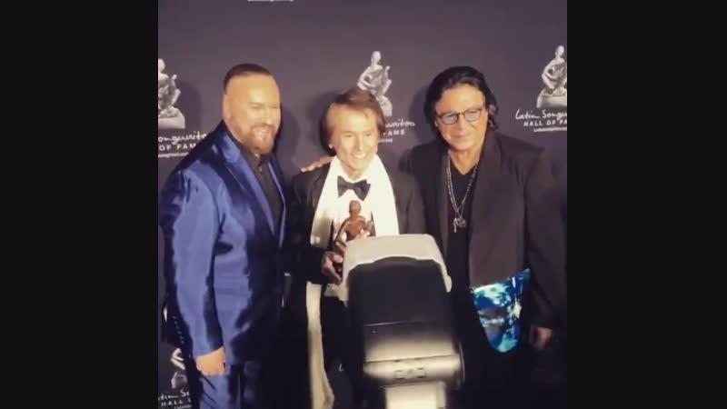 Raphael recibe el premio Leyenda en Vida_La Musa Awards