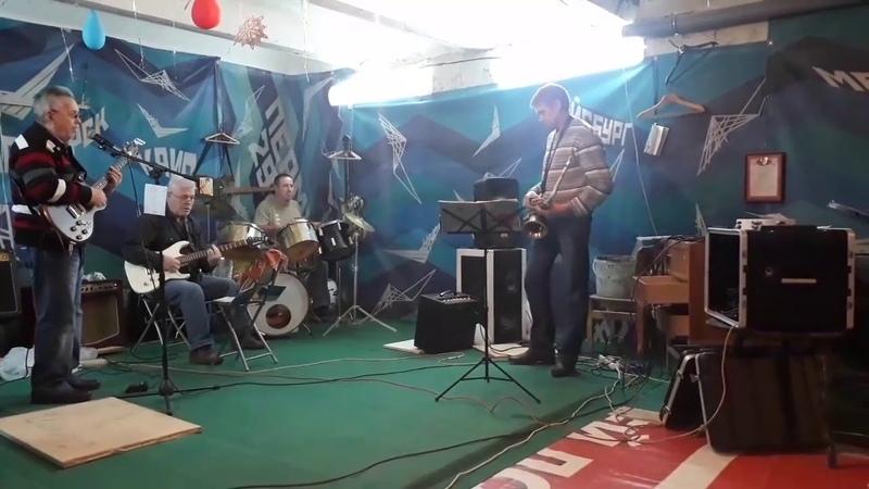 Лодка - Андрей Крятов (автор слов и музыки-Александр Тетерин)